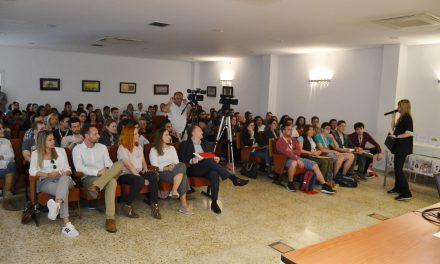 Més de 200 persones participen en la Fira d´Ocupació Juvenil de la Vall d´Uixó