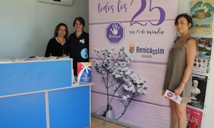 Benicàssim converteix les tourist-info en punts violeta per a sensibilitzar contra la violència de gènere