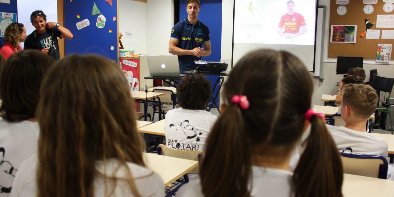 Puchol II desperta l'admiració dels joves pilotaris d'Almassora