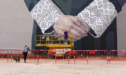 Hyuro amplia el museu a cel obert del TEST amb una intervenció urbana critica amb la justicia patriarcal