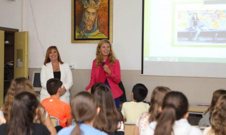 L'alcaldessa destaca la importància d'educar als menors per a evitar l'addicció als mòbils