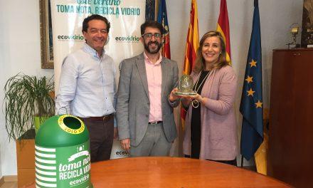 Benicàssim rep una distinció d'Ecovidrio per aconseguir incrementar un 9% el vidre arreplegat a l'estiu