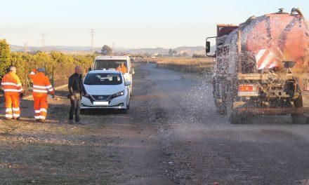 Serveis Públics avança en el pla de millora dels camins rurals de Vila-real amb l'asfaltat del vial de servei de l'AP7