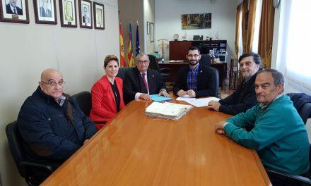 L'Ajuntament de l'Alcora rep una valuosa aportació documental per a l'arxiu municipal