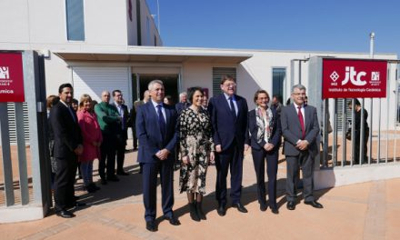 Alcón insta a avançar en la investigació ceràmica en la seua visita a les noves dependències de l'ITC a Almassora