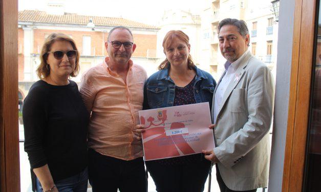 Nules dona 1.200 euros a la Fundació Flor de Vida contra el Càncer de Mama