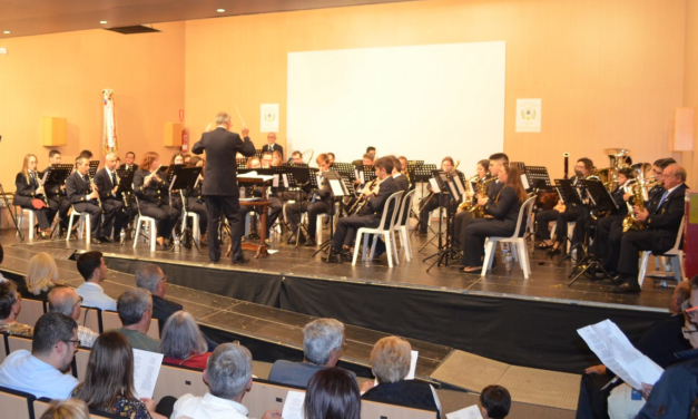 La Unió Musical d'Orpesa celebra Santa Cecilia amb un homenatge als 30 anys de trajectòria del seu director