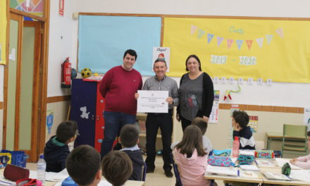 """El CEIP Cervantes rep el premi al centre més participatiu del concurs """"Nules contra l´assetjament escolar"""""""