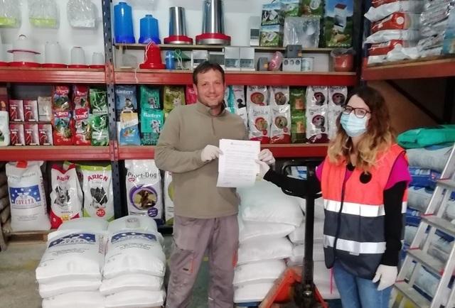 L'Ajuntament de Vila-real entrega màscares de protecció a comerços de la ciutat després de detectar problemes de proveïment