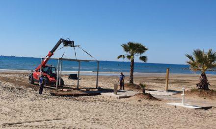 Benicàssim inicia la rehabilitació dels mòduls per a persones amb mobilitat reduïda a la platja