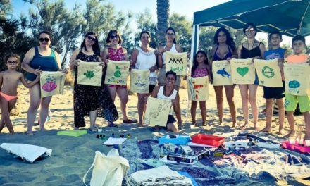 Celebrem amb la Natura ha organitzat una jornada de neteja a la platja del Serradal